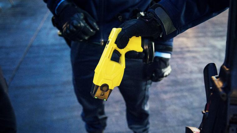 Les noves armes dels Mossos: Taser, les pistoles elèctriques.