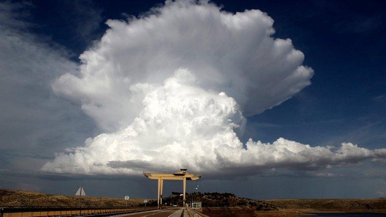 Se formarian algunas tormentas a lo largo de la tarde en puntos montañosos del norte