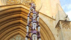 4de9 amb folre de la Colla Jove Xiquets de Tarragona a la diada de l'Esperidió