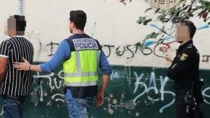 Detingut un home per tràfic de drogues, agressió sexual i amenaces a València