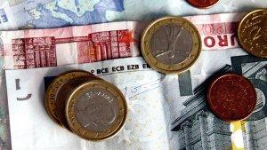 Diverses monedes i bitllets d'euro
