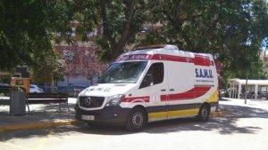 Efectivos del SAMU han acudido al lugar para atender a los trabajadores afectados