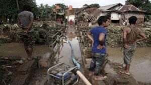 El temporal ha deixat un rastre desolador a Indonèsia