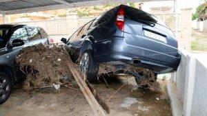 El temporal s'ha endut el mur d'un aparcament privat a Alcanar