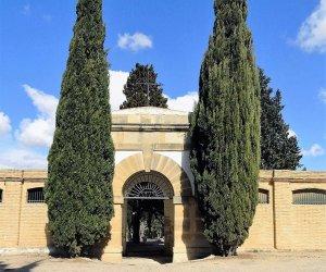 Entrada del cementiri de Gandesa