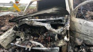 Estado de la furgoneta con la que presuntamente fue atropellada la menor en Cantabria