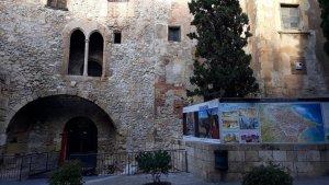 Façana exterior de l'edifici Ca l'Agapito, ubicat a la plaça del Pallol de Tarragona.