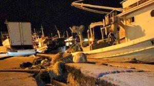 Fotografia de les esquerdes que el terratrèmol ha originat al moll del port de Zante