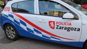 Imagen de archivo de un coche de la Policía Local de Zaragoza.