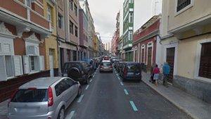 Imagen de la calle Italia, donde fueron hallados los dos cuerpos, en el sector de Las Alcaravaneras.
