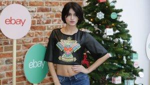 Imagen de Lucía Rivera en el acto 'Primer regalo de Navidad Ebay'