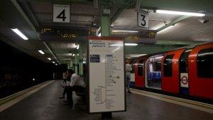 Imagen de una estación del tren subterráneo de Londres.