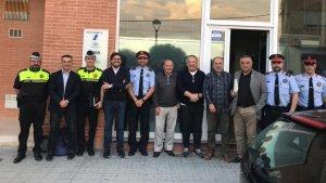 Imatge de la trobada de guàrdia urbana, mossos d'esquadra i Javier Villamayor amb la Coordinadora d'Enitats