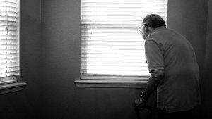 La demencia senil abarca todo un conjunto de síntomas que suelen estar relacionados con la vejez.