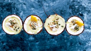 La leche de coco sirve como alternativa vegetal a los lácteos de origen animal y puede incluir se en infinidad de recetas.