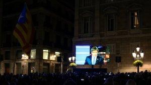 La plaça Sant Jaume, plena a vessar per la presentació del Consell de la República