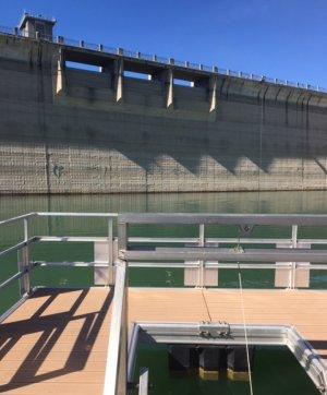 La presa de Siurana amb la nova captació flotant