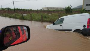 Les fortes pluges deixen 218 litres per metre quadrat a Tavernes de la Valldigna i obliga a tallar la CV-50 dos hores