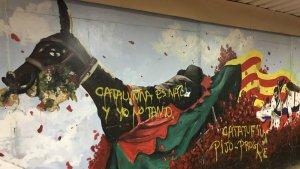 Les pintades que s'han fet sobre el mural, just a damunt de la figura de la Mulassa.