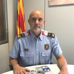 L'Intendent en Cap, Antoni Sánchez, amb l'última edició de BellaterraDiari en paper