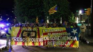 Prop d'un centenar de tarragonins es manifesten a favor de la desobediència com a única via per fer efectiva la República