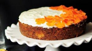 Receta para elaborar una tarta de zanahora casera de la forma más fácil.