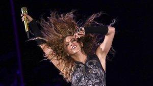 Shakira va abraçar un fan durant  un concert i s'hi va fotografiar