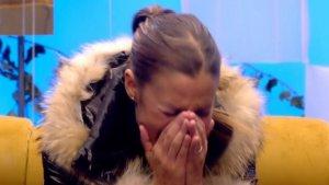 Techi rompe a llorar después de que su novio rompiera con ella en directo