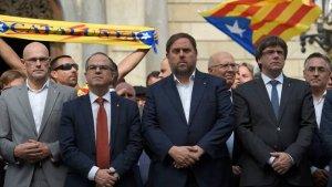 Turull, Junqueras i Puigdemont, en una concentració a la plaça Sant Jaume