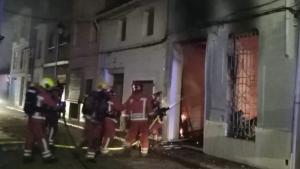 Un ferit amb cremades en l'incendi d'una planta baixa a Albalat de la Ribera