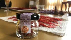 Un pot amb mig gram de safrà preparat per vendre al consumidor.