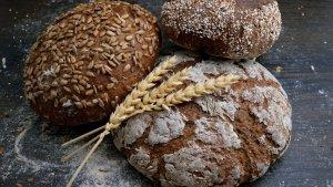 Una receta sencilla para hacer pan en casa.