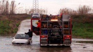 Vehicle atrapat al riu Manol