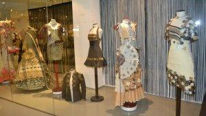 Vestits del Museu de Vestits de Paper a Mollerussa