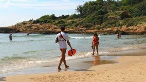 Vigilant de la Creu Roja aquest estiu a la platja de l'Arrabassada