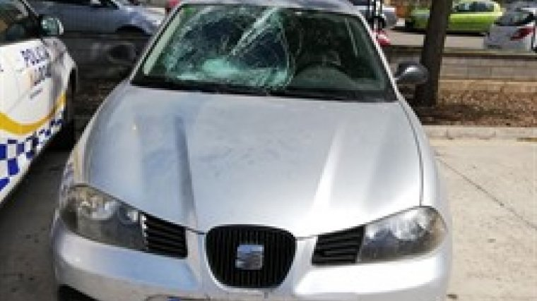El coche con el que fue atropellado un joven de 25 años, en el municipio de Calvià, en Palma de Mallorca.