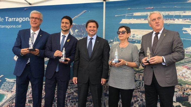 El president del Port de Tarragona, ha fet un obsequi a Ballesteros, Calvet, Cunillera i Poblet.