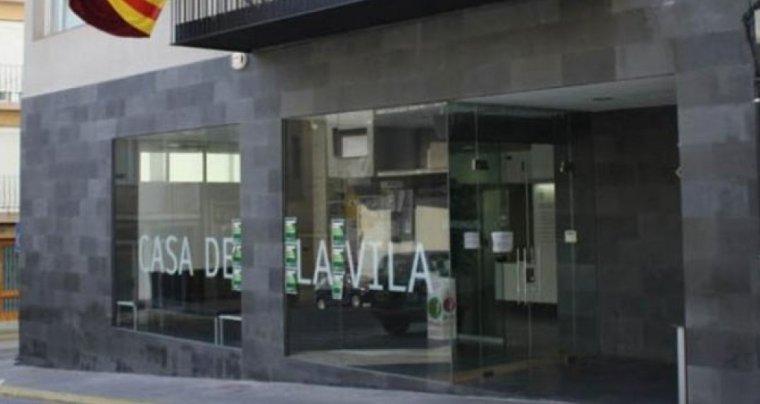 Façana de l'Ajuntament d'Alcarràs