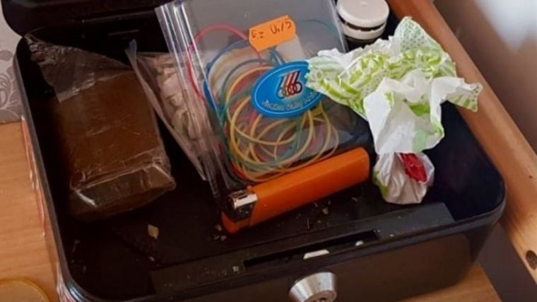 Imagen de varios objetos incautados por miembros de la Policía Nacional.
