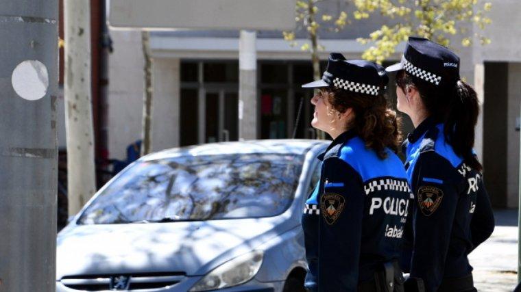 La Policia Local de Sabadell va denunciar el conductor per cometre un extens seguici d'infraccions