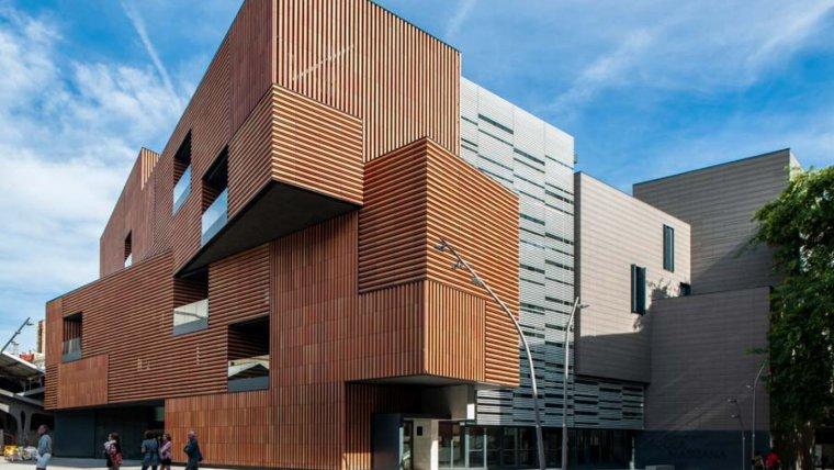 L'edifici de l'escola Massana de Barcelona, situat al barri del Raval de Barcelona