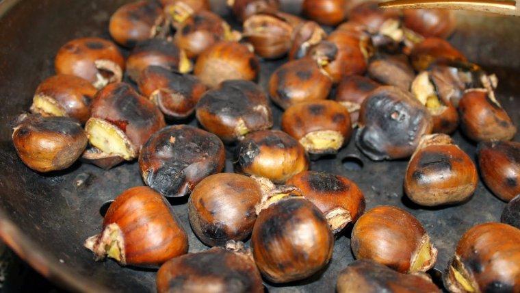 Les castanyes torrades són un element imprescindible a les nostres cases per Castanyada