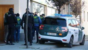 Agents de la Guàrdia Civil en un dels escorcolls contra la banda de tràfic de persones a la Jonquera.