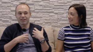 Andrés Iniesta al costat de la seva parella Anna Ortiz a 'Planeta Calleja'