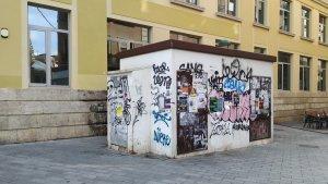 Aquesta és la caseta elèctrica que Endesa no retira perquè necessita documentació de l'Ajuntament de Tarragona.