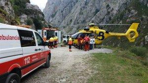 Bomberos del SEPA rescatan a dos senderistas perdidos en la montaña asturiana