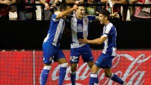 Borja, Hermoso i Roca celebren el primer gol del matx