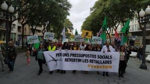 Capçalera de la manifestació contra les retallades celebrada aquest dimecres a Tarragona.
