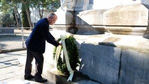 Carles Pellicer, en el moment de l'ofrena