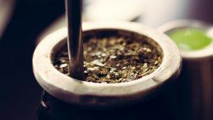 El mate (yerba mate) es una bebida tradicional de Argentina.